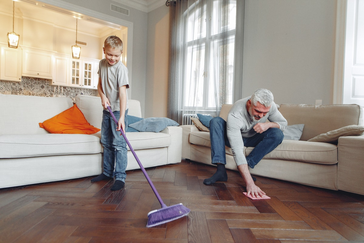 What Chores You Should Do Each Week to Keep Your Apartment Clean